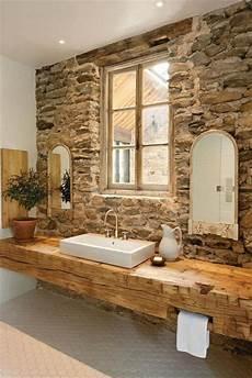 Badezimmer Holz Waschbecken Steinwand Rustikale