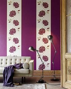 tapeten lila tapeten lila farbe wandgestaltung perfekt on andere in