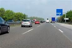 Autobahn Rechts Vorbeifahren - rechts 252 berholen auf der autobahn das sollten sie wissen