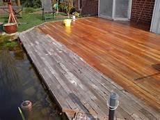 Auffrischen Einer Vergrauten Terrasse Aus Holz Der