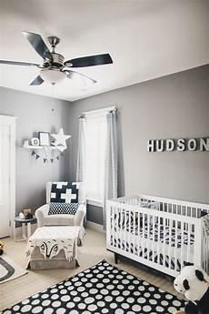 kinderzimmer streichen ideen soft gray paint idea with black and white decor for boy s