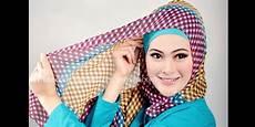Tips Memakai Jilbab Segi Empat Motif Tartan Ema Pos