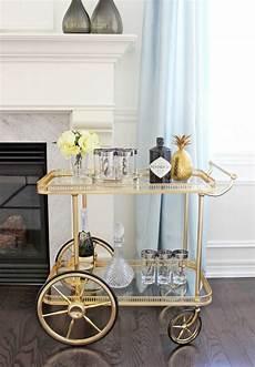 minibar für wohnzimmer minibar rollwagen in goldener optik home inspo