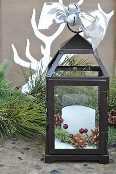 laterne dekorieren laterne weihnachtlich dekorieren kerze tannenzapfen