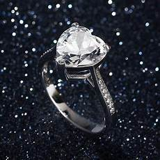 should you supposed to wear your engagement ring all the