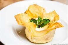 rezepte mit filoteig filoteig dessert mit birne schmand amaretto rezept