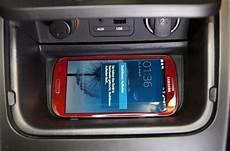 smartphone ohne kabel laden im kia cee d der autotester de