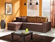 welche wandfarbe passt zu braunen möbeln couleur de mur abricot chaud et confortable