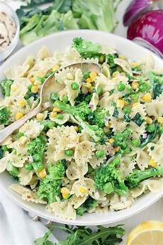 20 minute creamy lemony vegetable pasta salad bowl of