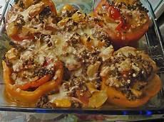 gefüllte paprika im backofen gef 252 llte paprika mit angebratenem hackfleisch und