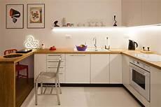 galeria zdjęć białe kuchnie i drewniany blat para