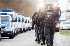 polizei k 246 ln am 11 11 mit hundertschaften im einsatz