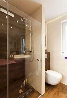 badezimmer mit holzoptik fliesen bad walk in dusche boden wand fliesen holzoptik