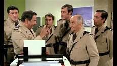 le gendarme et les gendarmettes le gendarme et les gendarmettes