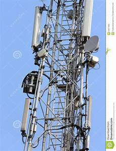 traliccio antenna la grande antenna per il telefono cellulare segnala sul