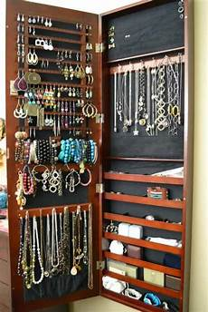 best way to organize jewelry with style and function
