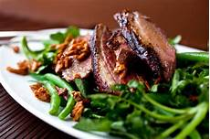 Knusprige Ente Rezept - crispy duck salad with green beans and honeyed almonds