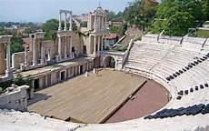 offener vorbau an einem gebäude theater philippopolis