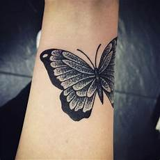 Schmetterling Handgelenk - 110 small butterfly tattoos with images piercings models