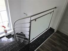 treppengeländer innen modern treppengel 228 nder mit metallelementen geschwungen
