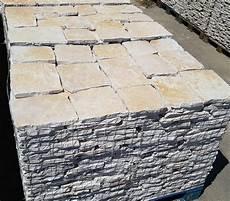 pavimenti in pietra di trani piastrelle in pietra di trani retrosegata da rivestimento