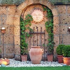 gartengestaltung mit mauern gartenmauern steinmauer