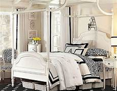 Decorating Ideas For Zebra Print Bedroom by Decorating With Zebra Print
