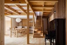 dunkle holzdecke aufhellen traditional japanese elements meet modern design at the