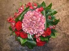 comment faire un bouquet de fleurs faire un bouquet rond explications simples