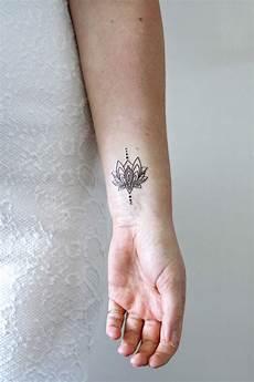 kleines handgelenk kleines lotus f 252 r das handgelenk tempor 228 res