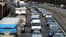 blocage 17 novembre lyon sur l a10 impliquant deux camions pr 232 s de la
