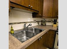 Countertop with aluminum trim and tile insert   schluter.ca