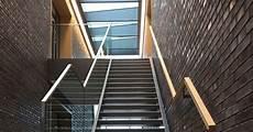 vordächer aus aluminium fr 214 bel metallbau treppe mit ganzglasgel 228 nder