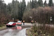Baum St 252 Rzt Auf Auto Verletzte Nach Unfall In Worb