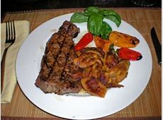 churrasco strip steak with chimichurri sauce_image