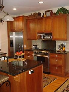 Kitchen Decorating Ideas Oak Cabinets by Honey Oak Kitchen Cabinets With Black Countertops
