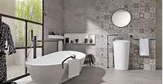 revetement pour mur salle de bain rev 234 tement mural pour une salle de bain lequel choisir
