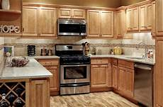 Kitchen Decorating Ideas With Maple Cabinets by Honey Maple Cabinets Decorating Ideas With Pictures