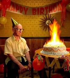 Geburtstag Feiern Mit Geburtstagskuchen Lustig