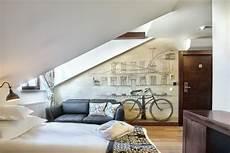 Fototapete Dachschräge Wirkung - schlafzimmer mit dachschr 228 ge gestalten 23 wohnideen