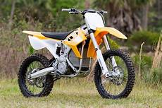 This Motorcycle Sold Me On Electric Dirt Bikes Gizmodo