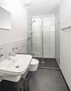 kleines gäste wc mit dusche auch hier im g 228 ste wc wurden klassische farben eingesetzt