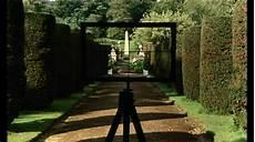 Dans Un Jardin Meurtre Dans Un Jardin Anglais Le Pacte