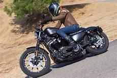 2017 Harley Davidson Sportster Iron 883 Vs Yamaha