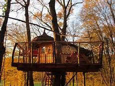 cabanes du bois clair cabane familiale les cabanes du bois clair cabane dans