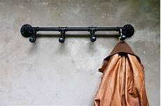 vintage loft garderobe eisenrohre rohrhaken industrie