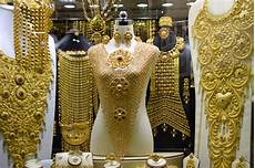 these famed souks of dubai are the only place earth which offer rich quality ornaments at a