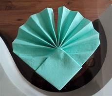 comment plier des serviettes de table en papier un pliage original qui mettra en valeur vos assiettes et