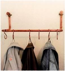 garderobe aus rohren clean minimalistische garderobe aus kupfer industrial