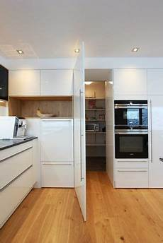 speisekammer in küche integriert begehbare quot speis quot versteckte vorratskammerl 246 sung versteckt